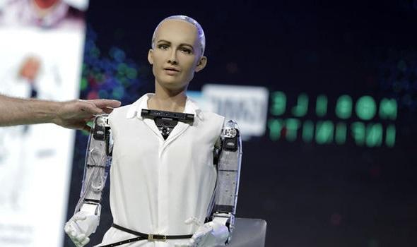 أول روبوت في العالم يحصل على الجنسية السعودية وجواز السفر السعودي – فيديو