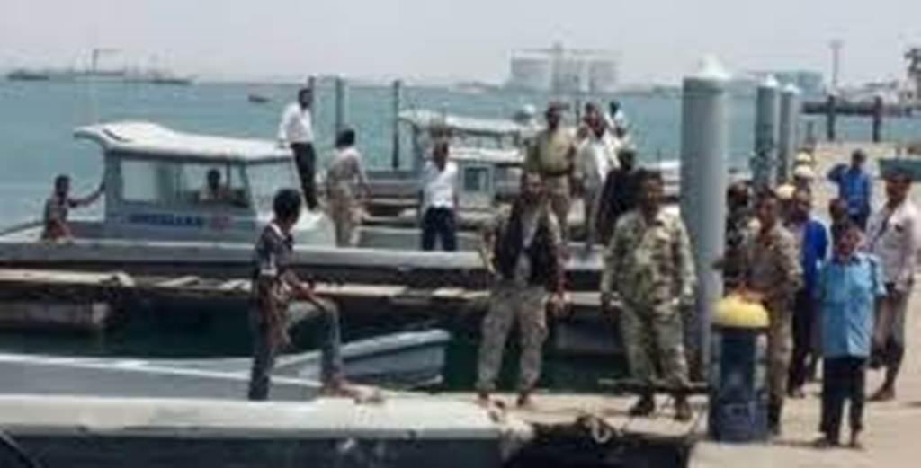 قوات خفر السواحل تشدد من إجراءاتها الأمنية في ميناء الزيت بعد بلاغ بوجود خطر إرهابي
