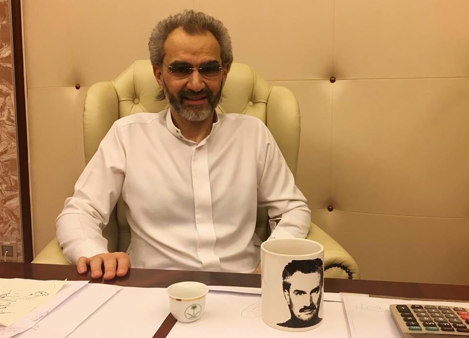 """شاهد بالفيديو… بعد اطلاق سراحه…  أول ظهور للوليد بن طلال من فندق""""الريتز كارلتون"""""""