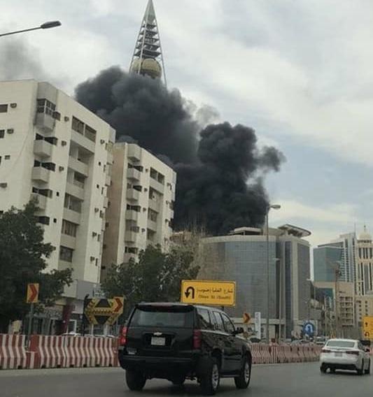بالصور.. حريق ضخم بالقرب من برج الفيصيلة بالعاصمة السعودية بالرياض