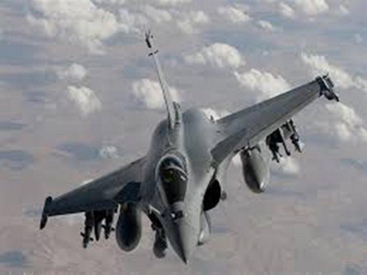 طيران التحالف العربي يشن غارات على تعزيزات مليشيا الحوثي في مديرية مقبنة بتعز