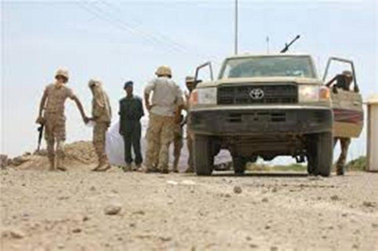 قوات الجيش في حيس تلقي القبض على امرأتين إشترين عبايات وكن يردن إيصالهن إلى مليشيا الحوثي