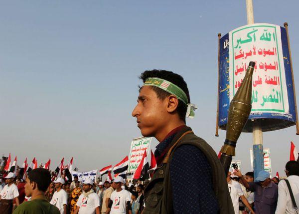 مليشيا الحوثي تقدم على استخدام المجانين لتعذيب السجناء في السجن المركزي بصنعاء