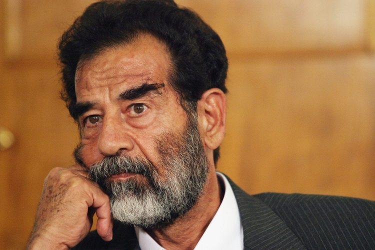 لهذا السبب لم يقاوم الشهيد الجنود الذين اعتقلوه.. محامي صدام حسين وهو على فراش الموت يكشف سراً خطيراً..
