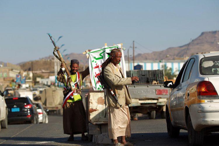 مليشيا الحوثي تقصف الاحياء السكنية في حيس وتتخذ المدنيين دروعا بشرية