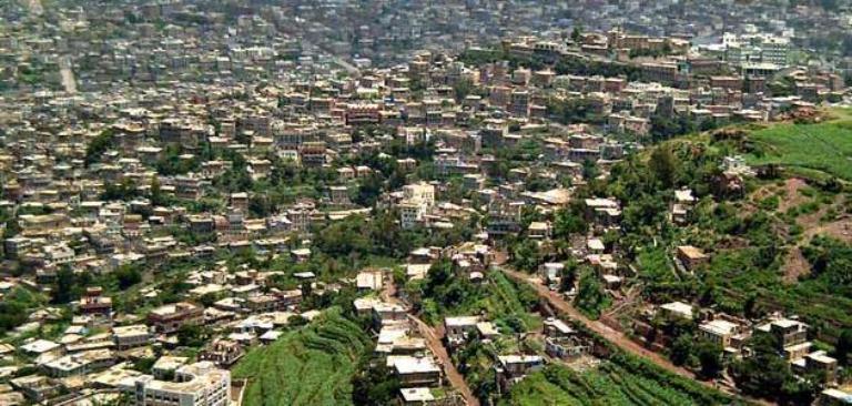 مليشيا الحوثي تنفذ حملة اعتقالات لأصحاب مراكز الإتصالات وبائعي شرائح شركات الهاتف المحمول في إب