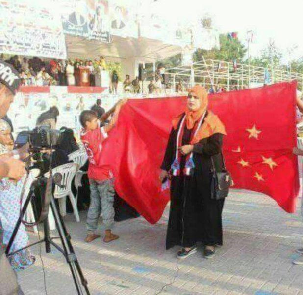 أبناء عدن يوجهون صفعه للإمارات، ويرفعون علم الصين في مظاهرة حاشدة (صور)