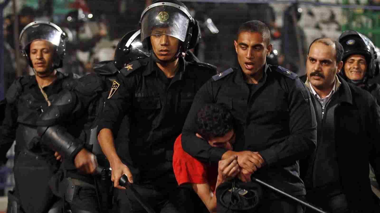 كاتب ألماني: هذه الدولة العربية مقبلة على ثورة أكثر دموية !!