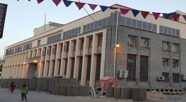 مصادر: وصول دفعة جديدة من العملة اليمنية إلى البنك المركزي بعدن