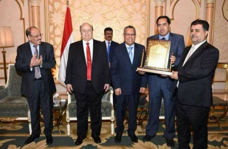 رئيسا الاتحاد الاسيوي والاتحاد القطري لكرة القدم يهنئان الشيخ احمد العيسي بالانجاز الكبير للمنتخب اليمني
