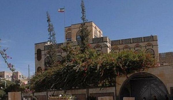 """شاهد كيف اصبحت السفارة الإيرانية في صنعاء مصدر قلق وخوف لقاطني حي """"حدة"""" السكني"""