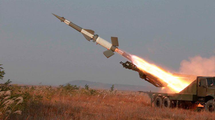 الحوثيون يطلقون صواريخ باليستية من صعدة باتجاه المملكة.. والدفاعات السعودية تتصدى لهم