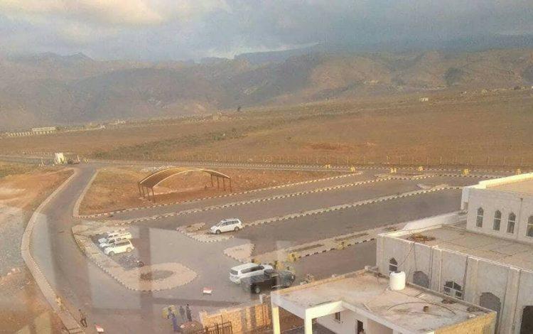 """رئيس الحكومة الشرعية يرفض مغادرة سقطرى """"اليمنية"""" وقوات الإحتلال الإماراتي تعزز تواجدها"""