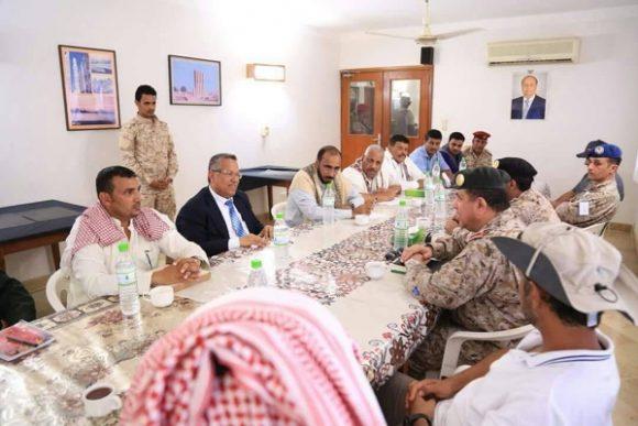 بالصورة .. اللجنة السعودية تجتمع مع بن دغر لبحث التصعيد الاماراتي في سقطرى