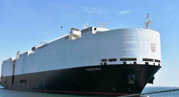 """بأخرة """"باساما"""" تصل ميناء عدن وعلى متنها 3158 سيارة"""