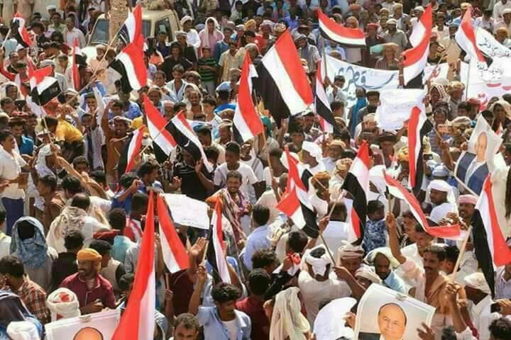 أبناء سقطرى ينفذون مسيرة جماهيرية حاشدة تأييدا للرئيس هادي وحكومة بن دغر