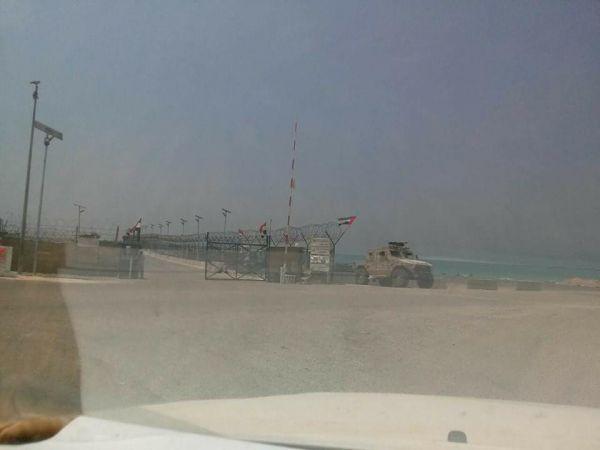 موقع أمريكي: الإمارات تحتل سقطرى ووجودها في اليمن من أجل المال