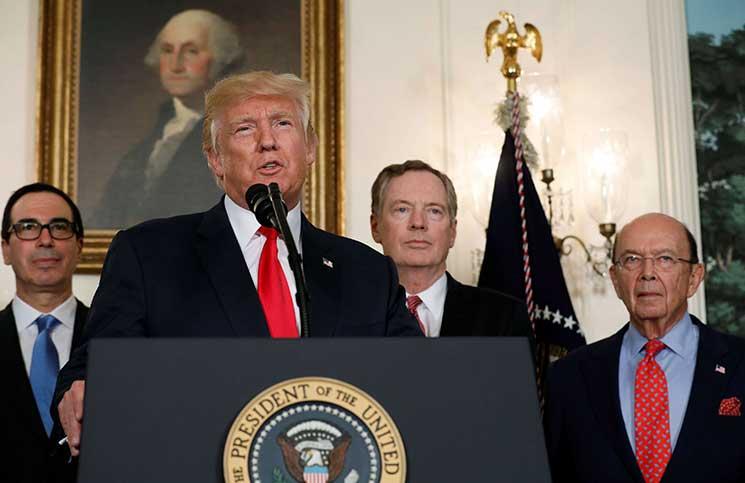 ترامب يوقع قرار الانسحاب من الاتفاق النووي مع إيران ويعيد فرض العقوبات عليها