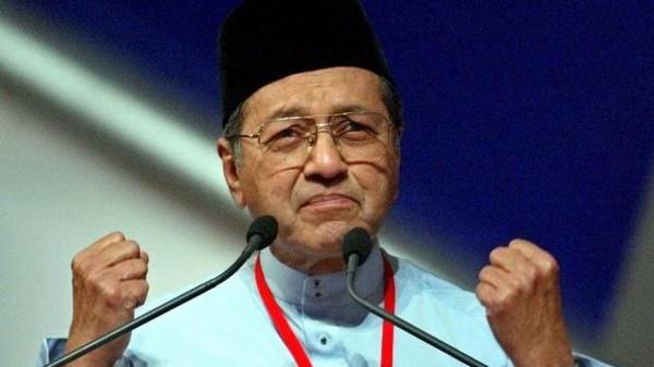 بعمر 92 سنة .. مهاتير محمد يؤدي اليمين الدستورية رئيساً للوزراء في ماليزيا