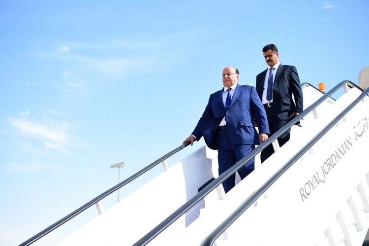رئيس الجمهورية يصل الرياض بعد مشاركته الناجحة في القمة العربية الـ 28