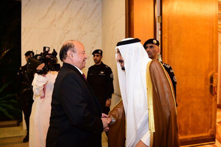 شاهد فيديو استقبال الملك سلمان للرئيس هادي بحفاوة بالقصر الملكي بجدة