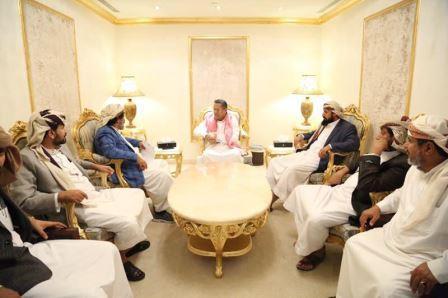 رئيس الوزراء يلتقي محافظ محافظة الجوف