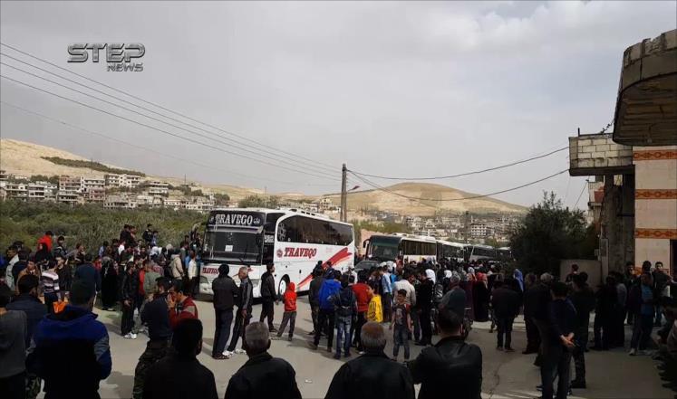 """دخول حافلات نقل المهجرين لاستئناف اتفاق """"المدن الأربع"""" في سوريا"""