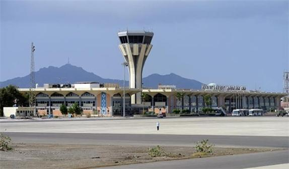 """هام.. قوات الحزام الامني الوالي للامارات في مطار عدن تمنع نقل مرتبات الجيش الى """"مأرب وحضرموت"""""""