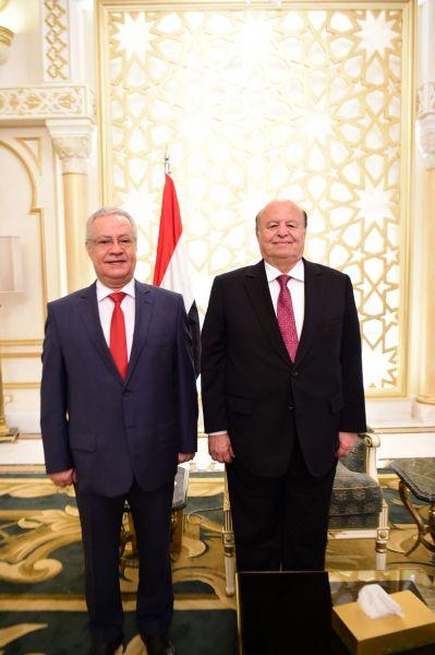 المفلحي يؤدي اليمين الدستورية محافظا للعاصمة المؤقتة عدن
