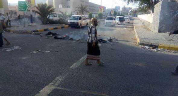 عدن:اجتجاجات مطالبة بالكشف عن سبب انقطاع الكهرباء