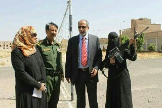 """تحت إشراف """" حسن زيد """"… هاشميات يدرّبن نساء في العاصمة صنعاء على السلاح والمواجهة  ( صور )"""