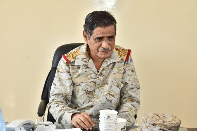 قائد المنطقة العسكرية الثانية يبارك قرارات الرئيس هادي