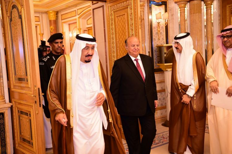 """الملك سلمان يلتقي الرئيس هادي بجدة، ويؤكد دعمه لجميع خطواته """"صور"""""""