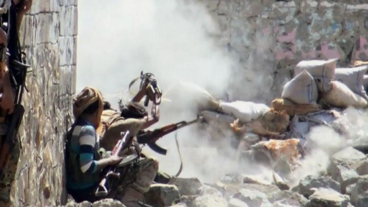 استمرار المواجهات في مدينة تعز وقوات الشرعية تصد هجوم للانقلابيين في المدينة