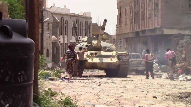 قوات الشرعية تواصل تقدمها شرق وغرب تعز وقصر الشعب تحت السيطرة النارية