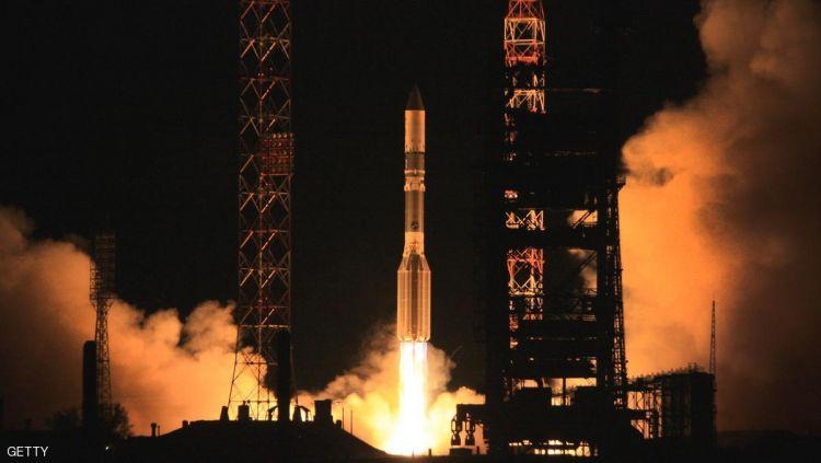 """شركة """"سبيس إكس"""" تطلق أول قمر صناعي للجيش الأميركي"""