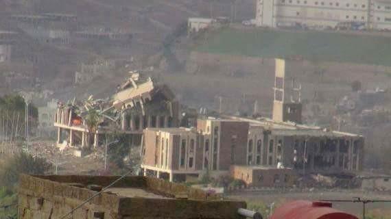 الجيش الوطني على اسوار قصر تعز الجمهوري