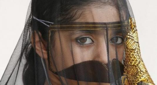 شاهد .. ماذا فعل شاب يمني بفتيات اماراتيات حتى ينال هذه العقوبة !