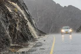 الأرصاد ينبه سائقي المركبات من انخفاض الرؤية الأفقية على الطرق الجبلية
