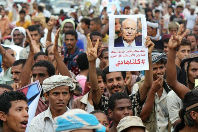 تظاهرات حاشدة مسائية مؤيدة لقرارات الرئيس هادي في عدن