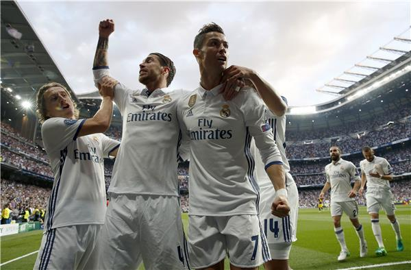 رونالدو يقود ريال مدريد لفوز ساحق على اتلتيكو في ذهاب نصف نهائي الابطال