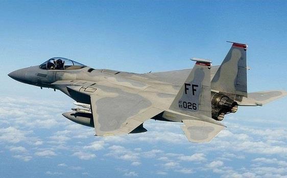 طيران التحالف يستهدف مواقع الانقلابيين في البرح غرب تعز