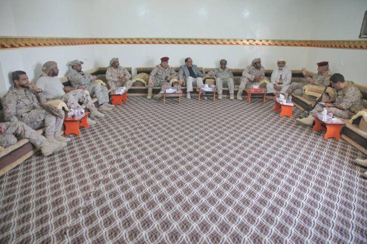 نائب رئيس الجمهورية يجتمع بقيادات  ميدانية لقوات التحالف في مأرب