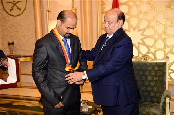 """رئيس الجمهورية يمنح الشهيد اليافعي وسام """"الشجاعة"""""""