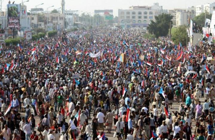 تظاهرة عدن.. اشتباكات بالايدي واطلاق رصاص (تفاصيل)