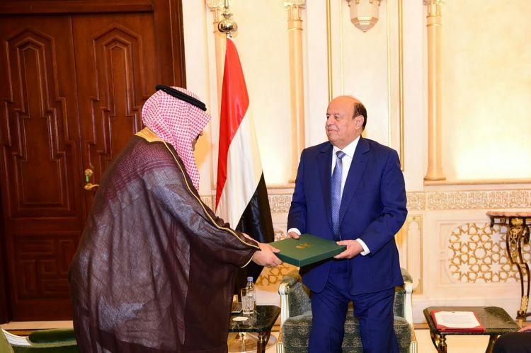 الرئيس هادي يتسلم دعوة الملك سلمان للمشاركة في القمة العربية الإسلامية الأمريكية