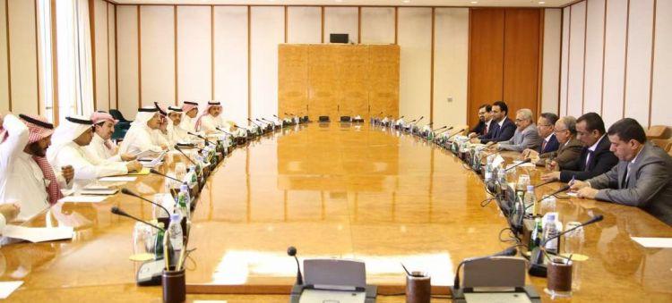 """رئيس الوزراء """"بن دغر"""" يناقش مع مؤسسة النقد السعودي الدعم الفني للبنك المركزي"""