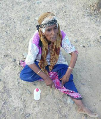 """مليشيات الحوثي ترسل """"عجوز"""" جاسوسة لجبهة كرش، والجيش الوطني يقبض عليها """"صورة"""""""