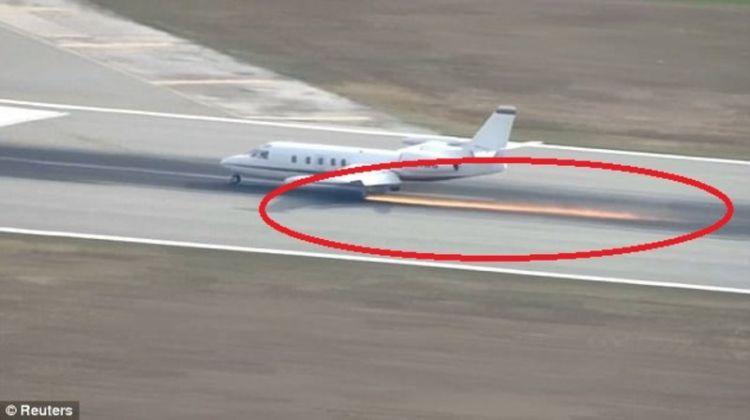 شاهد فيديو هبوط اضطراري غريب لطائرة بعد انكسار احدى عجلاتها