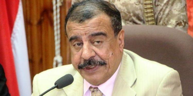 من الاراضي الاماراتية.. بن بريك يؤكد تمرده على شرعية هادي ويتهم العسكرية الأولى بالارهاب